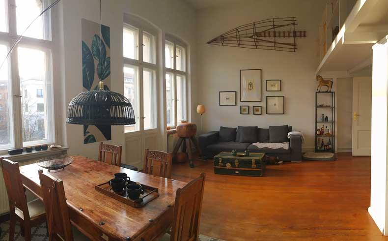 Inneneinrichtung mit rustikalen antiken Möbeln